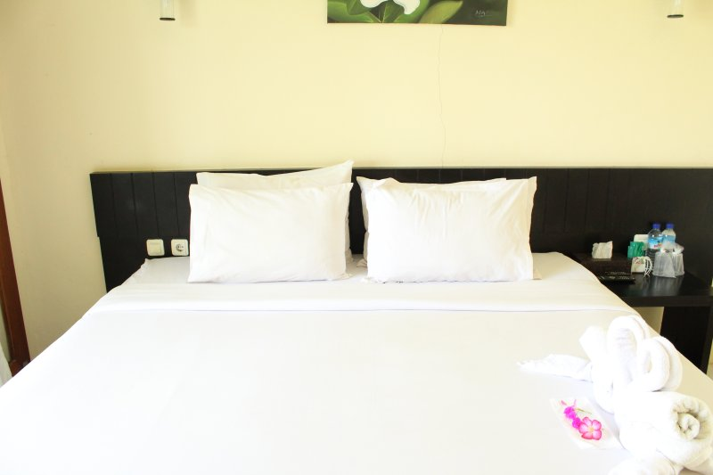 Gondang Beach Hotel - Deluxe Room, holiday rental in Tanjung