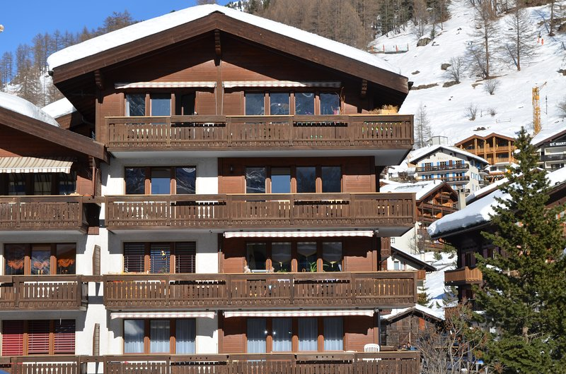 Conveniently situated close to the Sunnegga Express base lift station.
