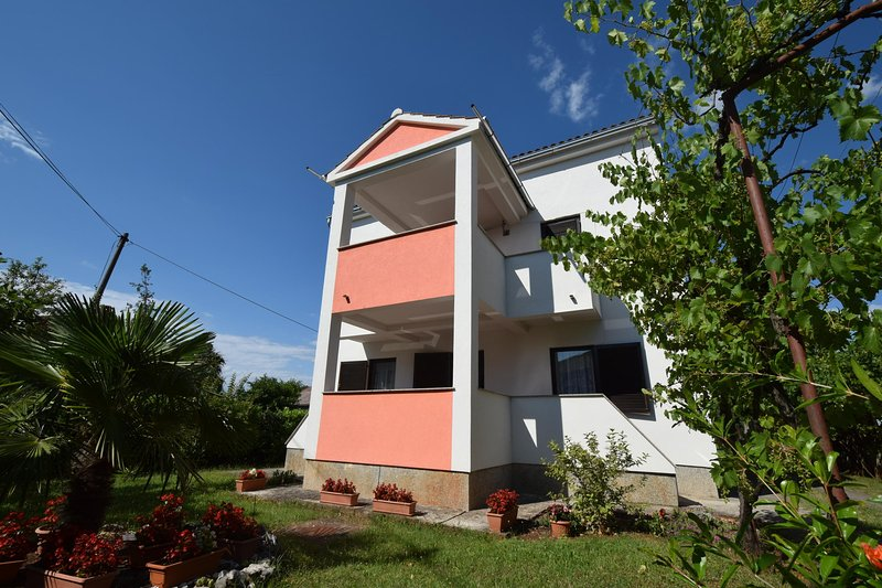 Two-bedroom apartment Petrovic on the second floor, holiday rental in Milovcici