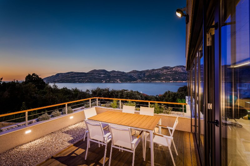 Luxury Villa Selene with Pool, vacation rental in Zrnovska Banja