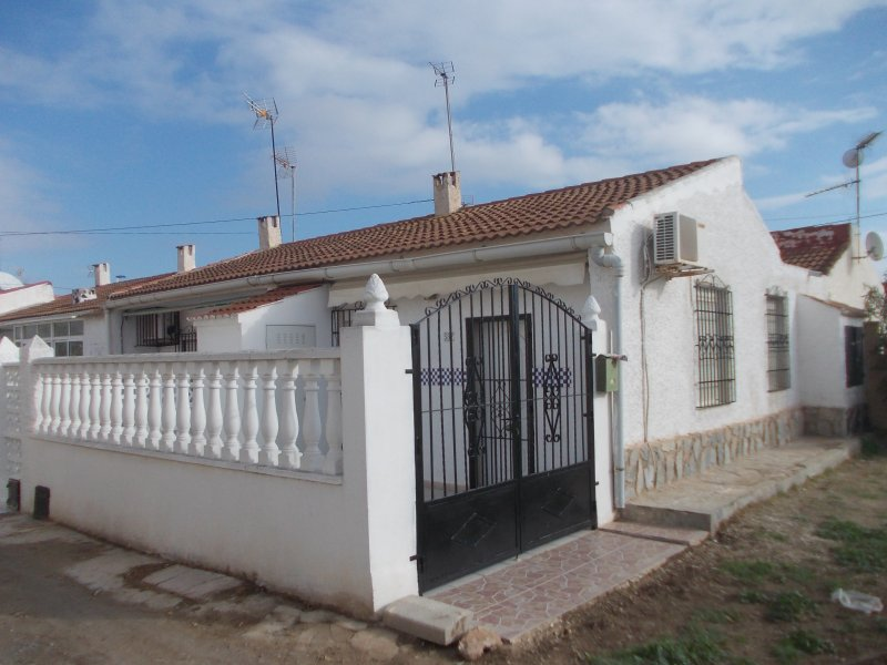 One bedroom Bungalow located for Torrevieja. – semesterbostad i El Chaparral