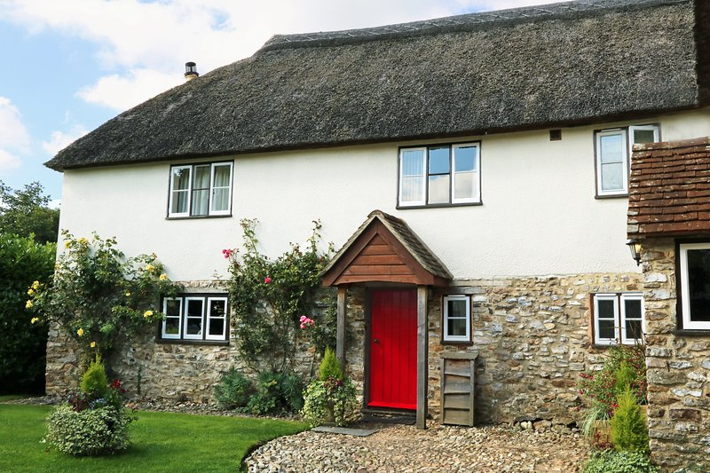 Front view of 400 year old thatched Byre Cottage.