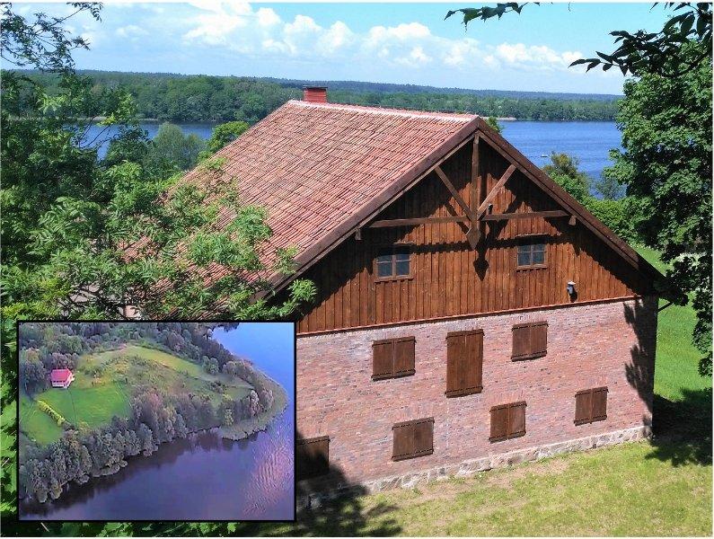 vista para o lago desobstruído. acesso directo à praia privada com canoa e caiaque.