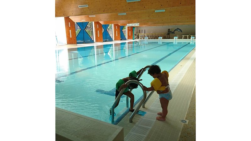 Public swimming pool open all year to 0.3 km from the rental.