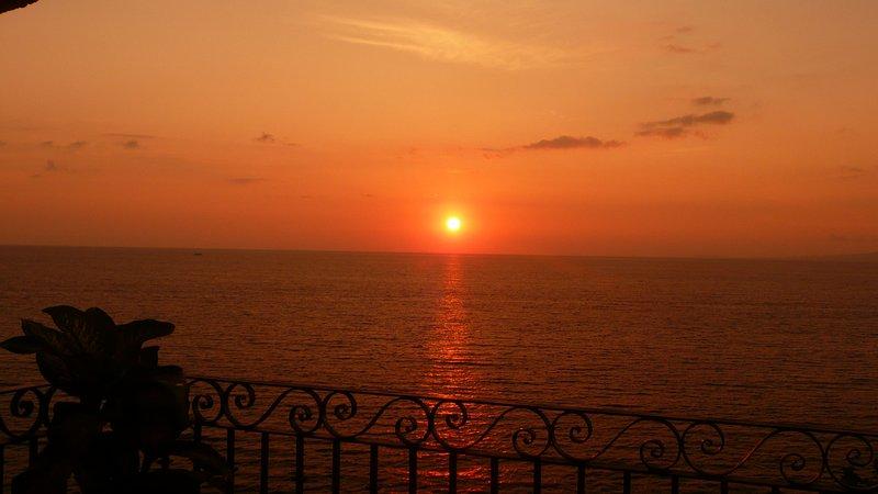 Bekijk de zonsondergang vanaf het terras van Casa Aneila zon
