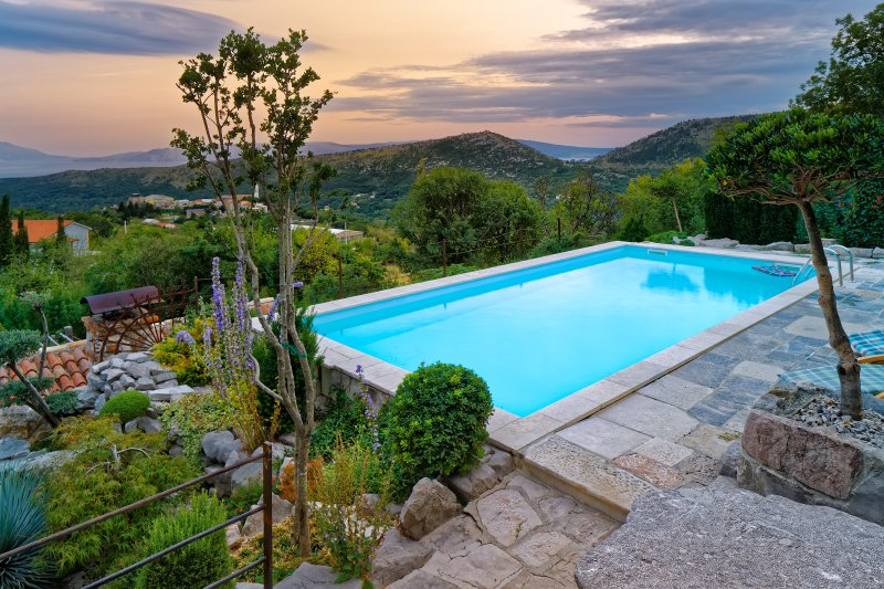 Eco villa with an amazing view located under the mountains, holiday rental in Bribir