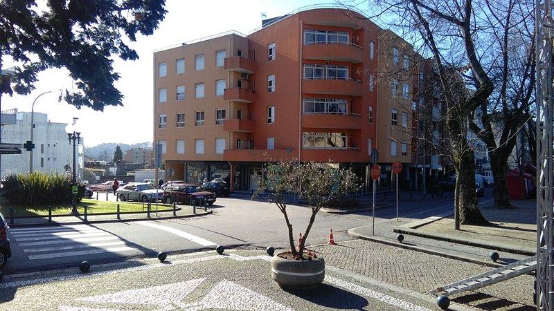 T2 fabuloso a 20 minutos do Porto (Paços de Ferreira), holiday rental in Parada de Todeia