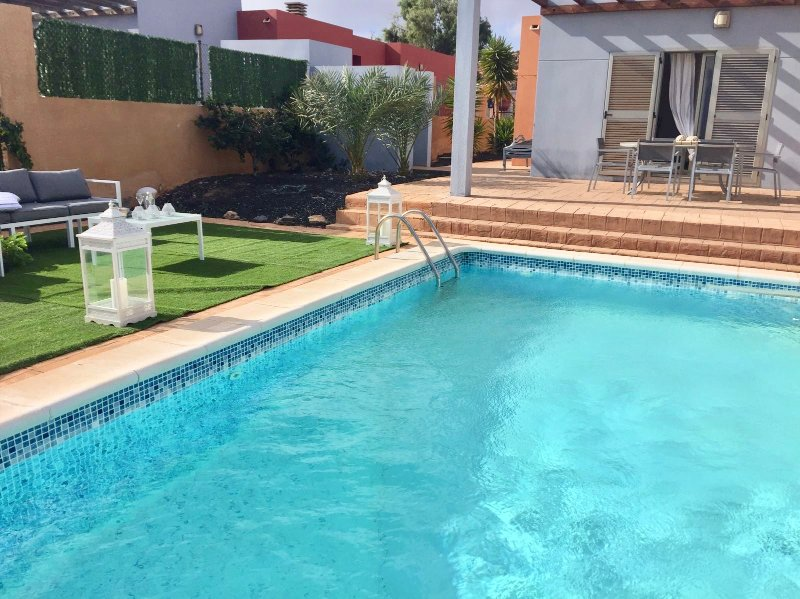 'Villa Mamma Mia,'overlooking to the Sea,private Pool,WIFI., location de vacances à Pozo Negro