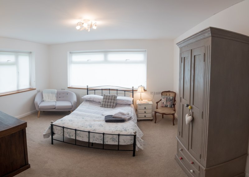 Large Sunny double bedroom, Billngshurst, location de vacances à Wisborough Green