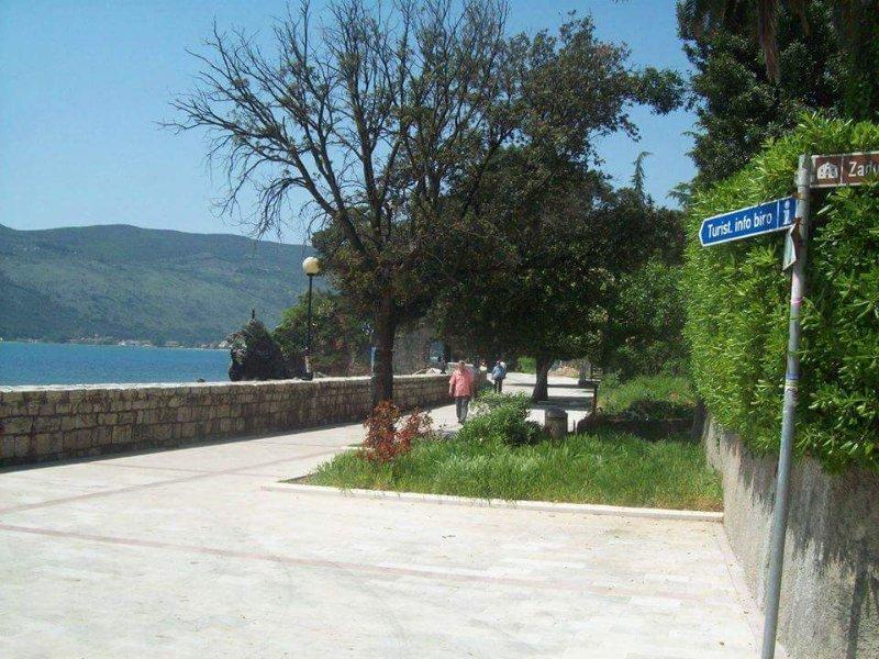 Herceg Novi,Appartement en bord de mer, alquiler vacacional en Njivice