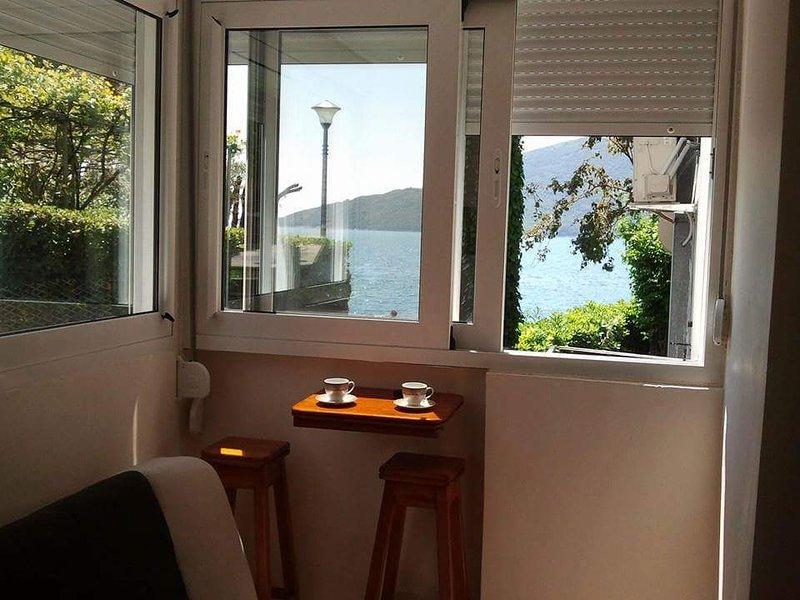 Herceg Novi,Appartement en bord de mer, location de vacances à Herceg-Novi