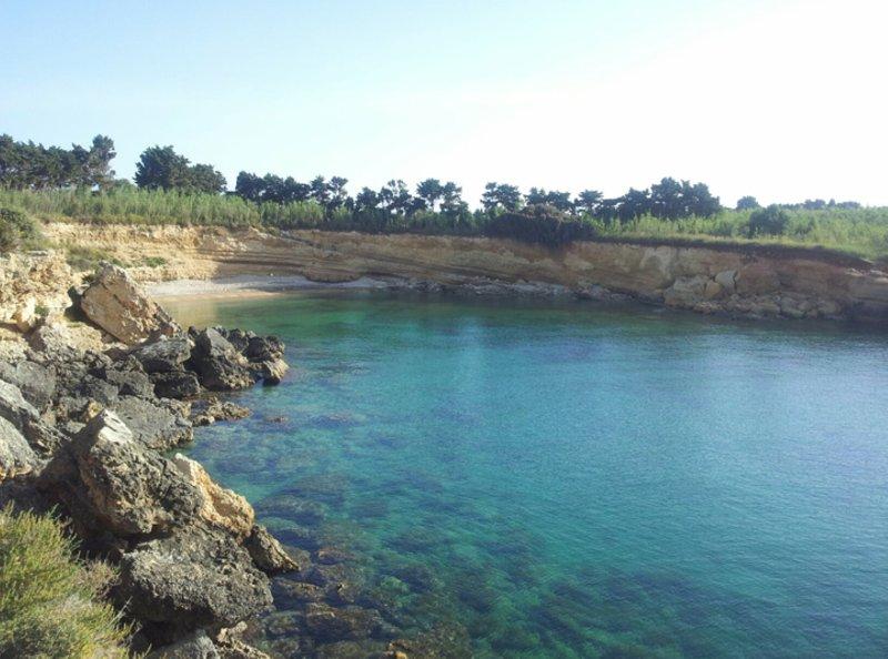 El agua azul de las rocas!
