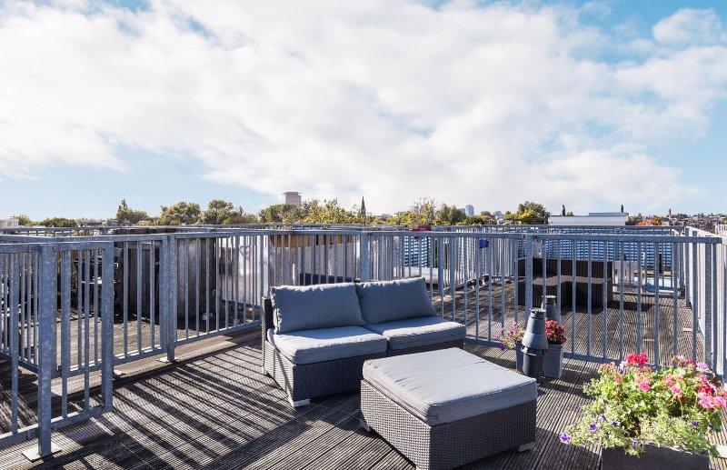 Un studio indépendant confortable avec un Terras de toit agréables au cœur d'Amsterdam.