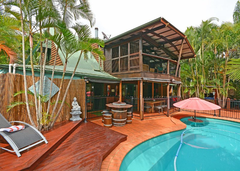 Bali on the beach-absolute beach front,direct lawn access – semesterbostad i Fraser Coast