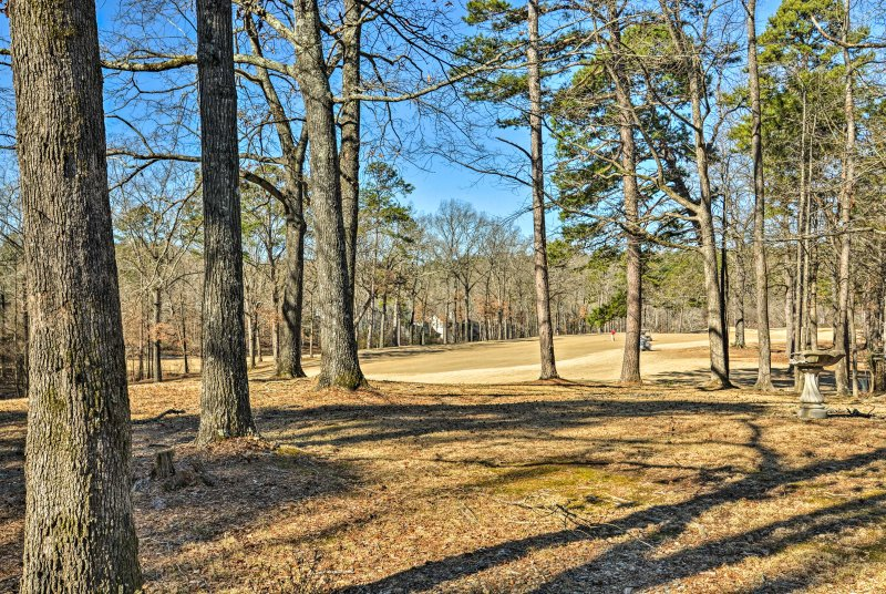 Il fairway per la quinta buca del campo da golf DeSoto è nel vostro cortile.