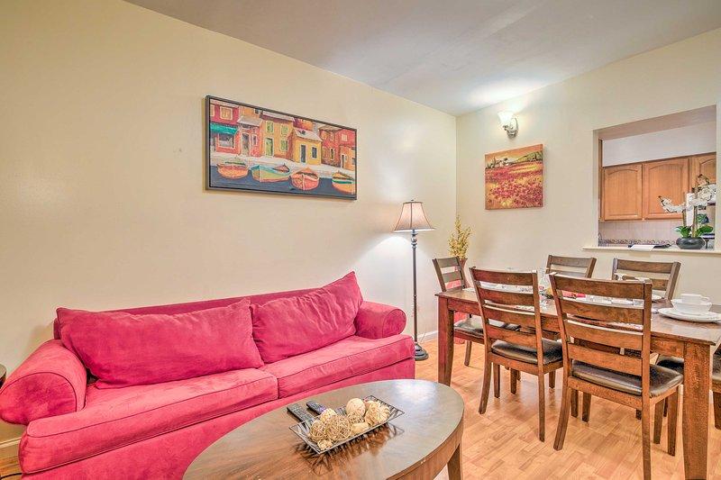 Dopo una giornata di esplorare New York City, prendere una pausa in questo 3 camere da letto, 1 bagno-casa per le vacanze a East Harlem.