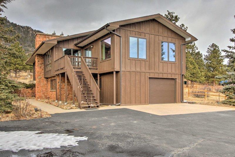 Mountain-Base Estes Park Homew/Spectacular Views!, vacation rental in Estes Park