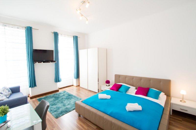 checkVIENNA - Diefenbachgasse Studio, holiday rental in Siebenhirten