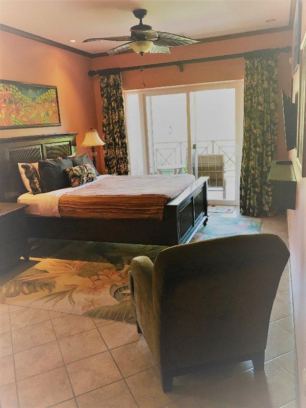 Queen master bedroom suite