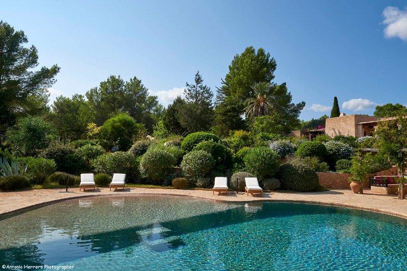 Charming 6 bedroom renovated Blakstad Finca set in a beautiful garden and pool, holiday rental in Sant Josep de Sa Talaia