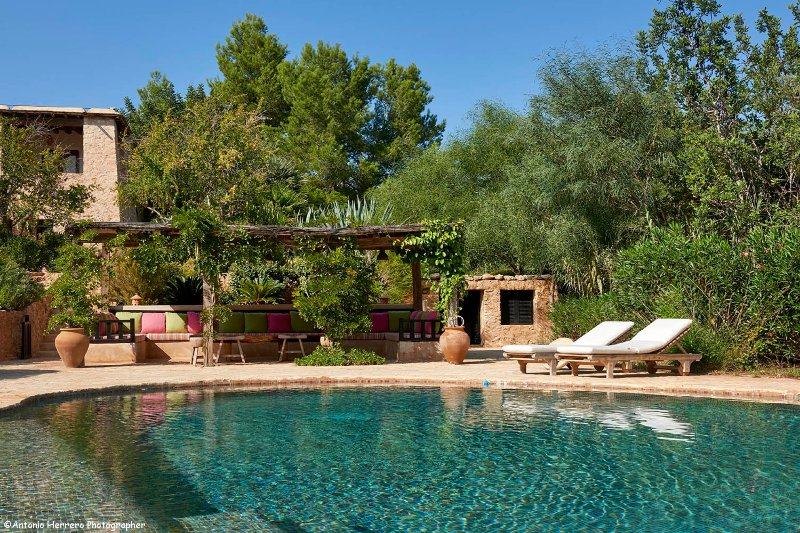 Beautifully renovated 6 bedroom finca pool mature garden Excellent location, holiday rental in Sant Josep de Sa Talaia