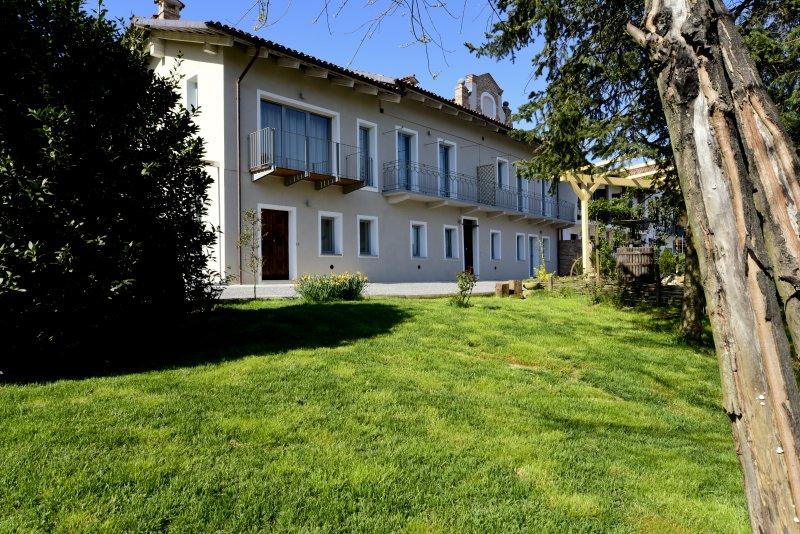 Casa Nalin, appartamento 'Mele e Lumin', vacation rental in Verduno