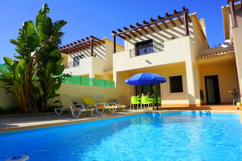 DomusIberica Casa 17. In Burgau, Air-conditioned, private pool, walk to beach !, vacation rental in Burgau