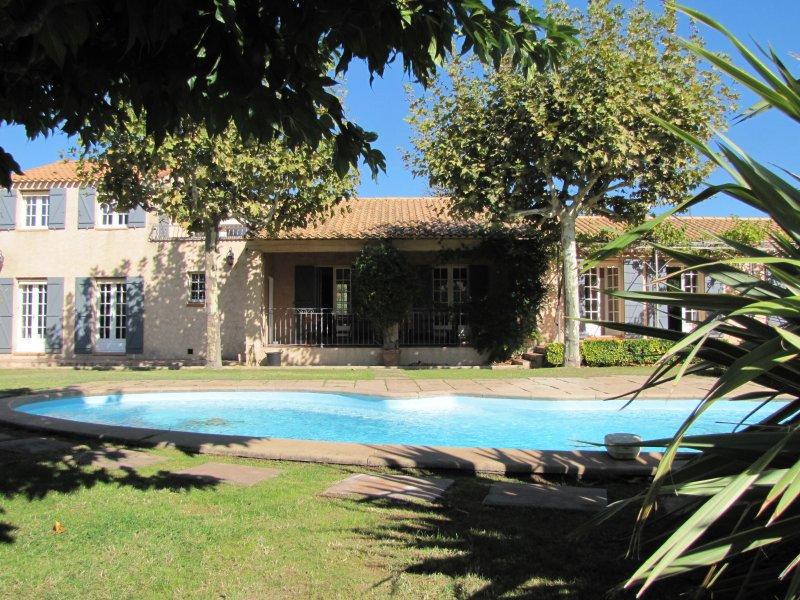 Superbe villa composée de 5 chambres pour 9 couchages avec piscine privée, holiday rental in Plan-d'Aups-Sainte-Baume