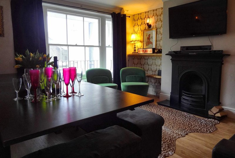 Brighton Parlourama with Hot Tub - Vintage Hen House, holiday rental in Ovingdean