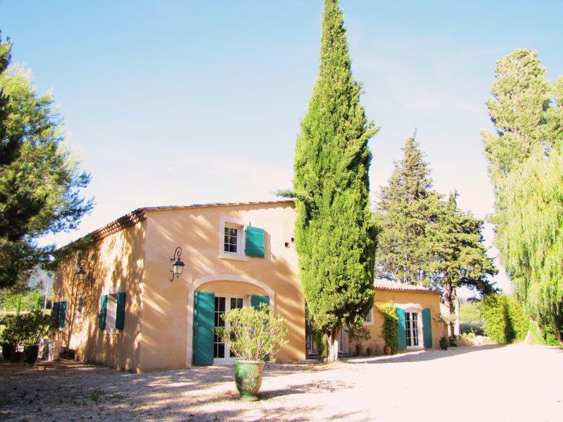 Sublime demeure en plein coeur du Lubéron, 4 chambres, 4 Sdb, Piscine 15x5, holiday rental in Lourmarin