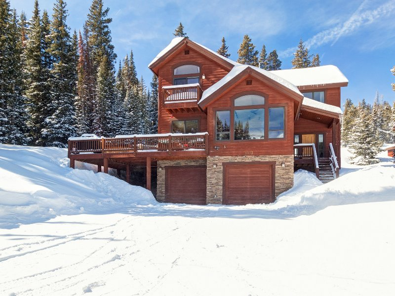 Five bedroom Alpine Vista, winter exterior view
