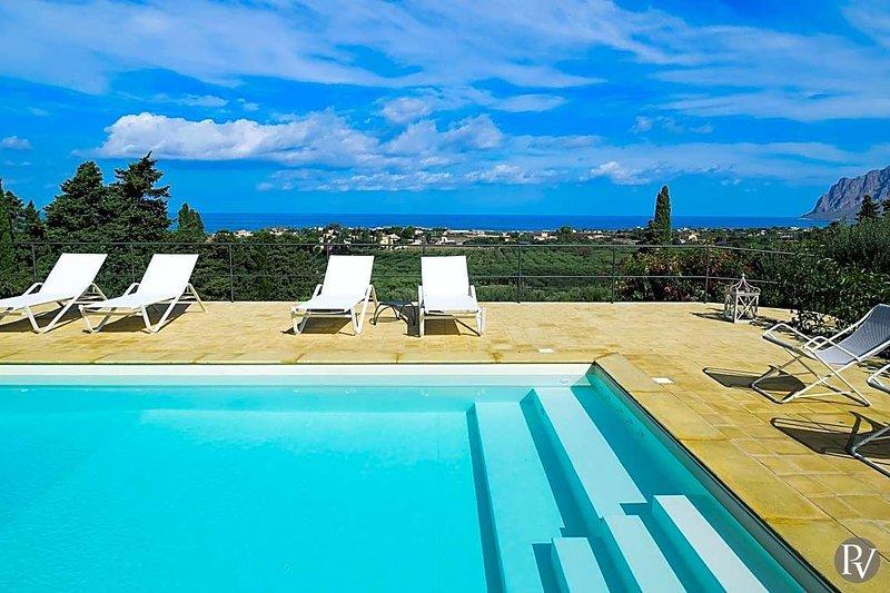 Paparella Villa Sleeps 5 with Pool and Air Con - 5575183, vacation rental in Tonnara di Bonagia