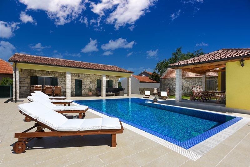 Villa Petra ****, aluguéis de temporada em Suhovare