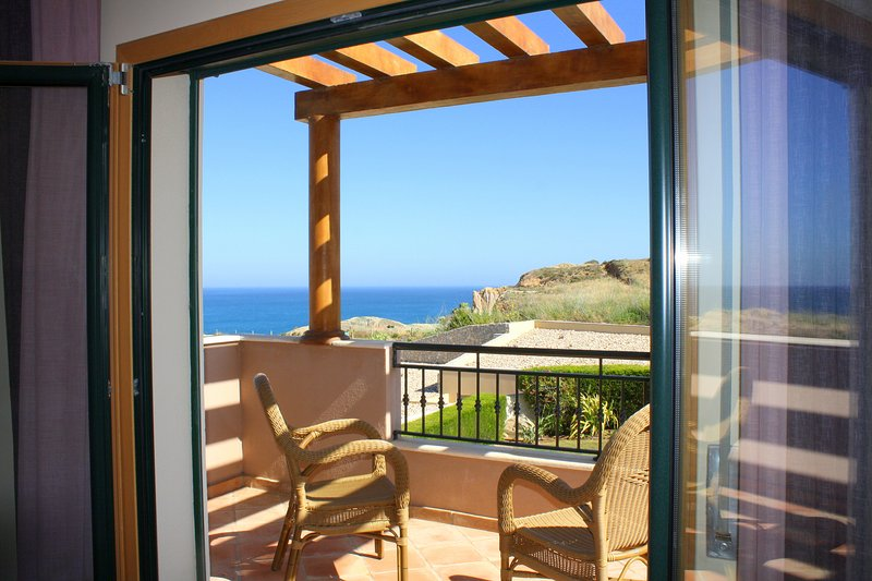 1  DomusIberica, in Burgau village, walk to everywhere including the beach !, vacation rental in Burgau