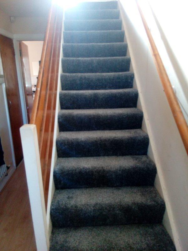 escadas leaading aos quartos novo tapete marca