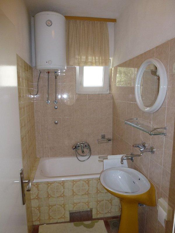 A1-Veliki(8): bathroom with toilet