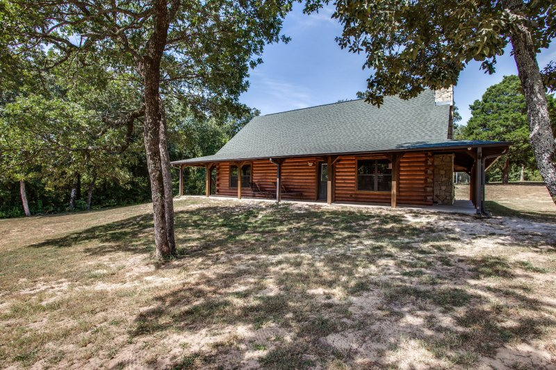 The WhiteTail Lodge, holiday rental in Canton