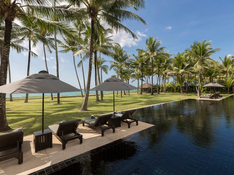Villa Shanti - Beachfront pool