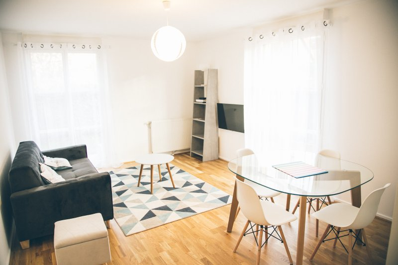 Appartement Cosy entre Paris et Disney - SWEET HOME ROGER SALENGRO, holiday rental in Chelles