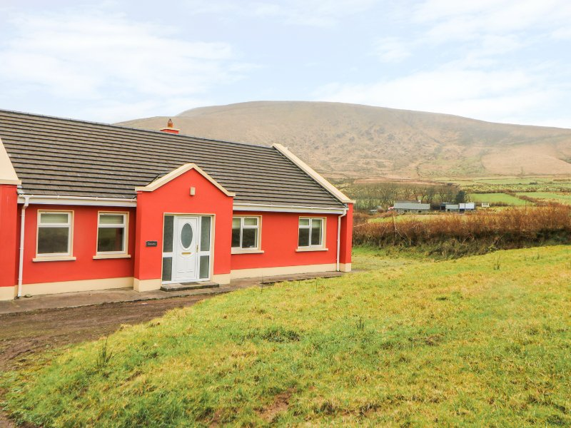 TAMANA, all ground floor, countryside views, en-suite, Ref 977247, holiday rental in Dunquin