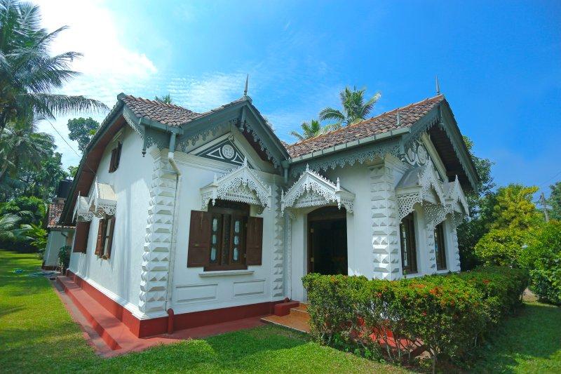 La casa principale del centro di accoglienza, una casa di 120 anni con una bellissima architettura dello Sri Lanka