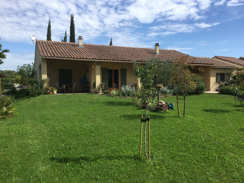 Maison Ventoux, holiday rental in Buisson
