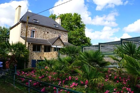 Amazing villa with swimming-pool, holiday rental in Mayenne
