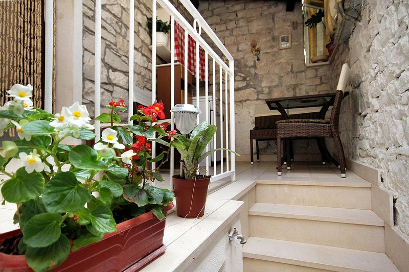 Pucisca Apartment Sleeps 2 - 5459762, holiday rental in Gornji Humac