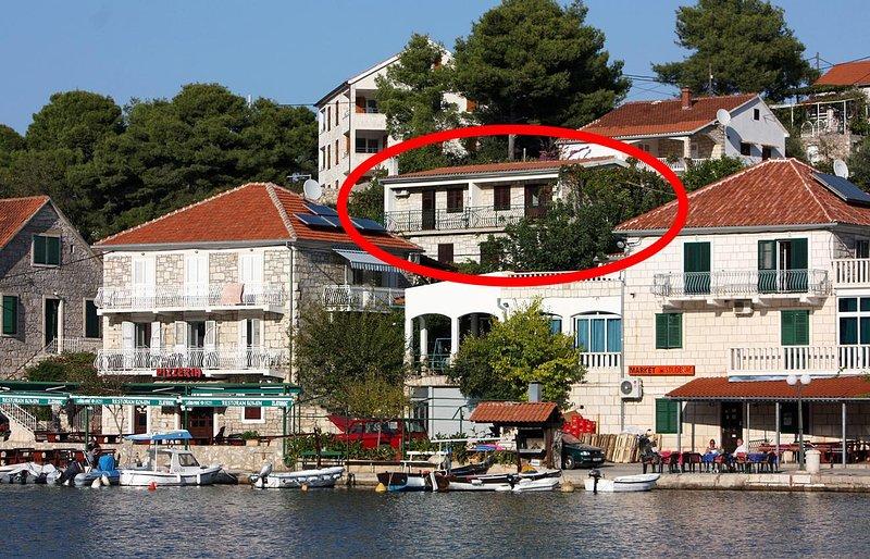Two bedroom apartment Stomorska, Šolta (A-782-a), location de vacances à Stomorska