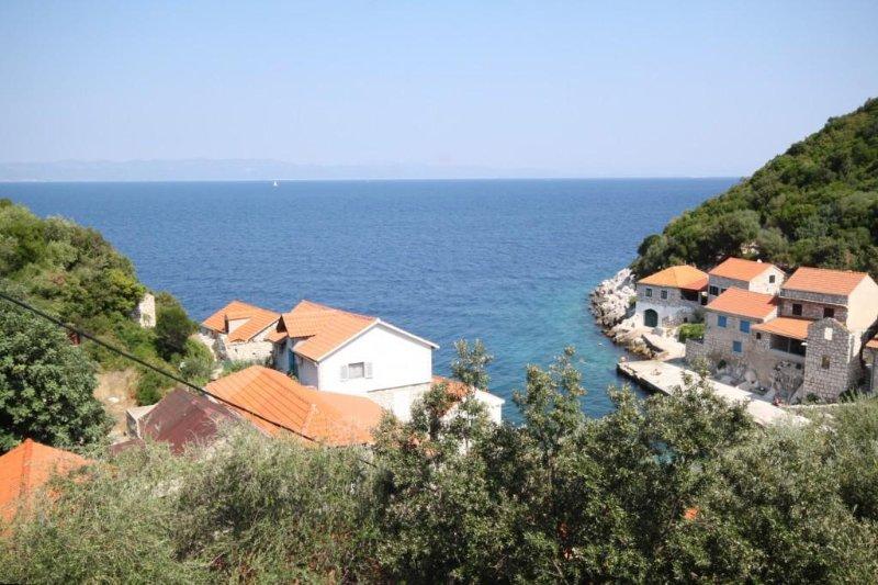 Lucica Apartment Sleeps 3 - 5459971, alquiler de vacaciones en Lastovo