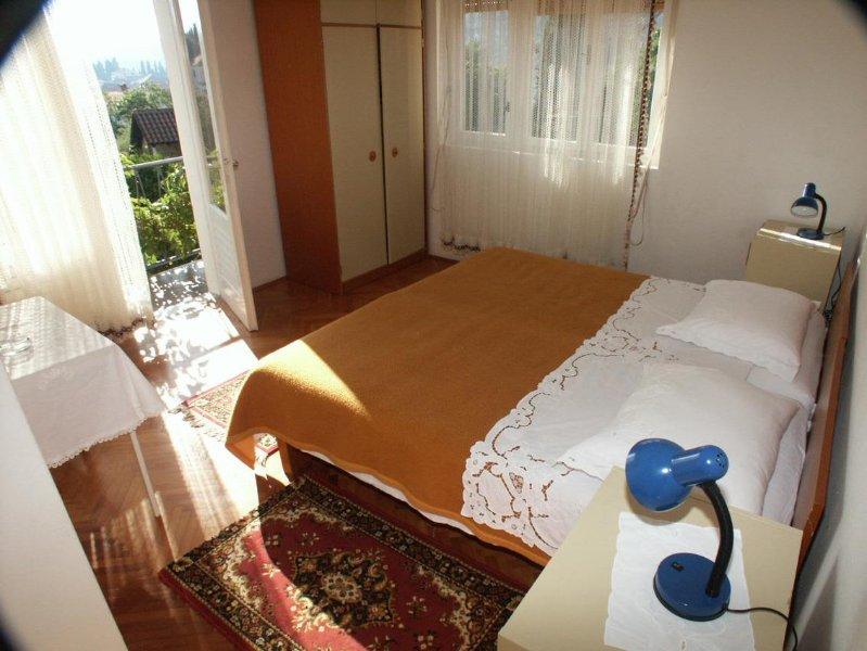 Jelsa Apartment Sleeps 6 with Air Con - 5459554, casa vacanza a Pitve
