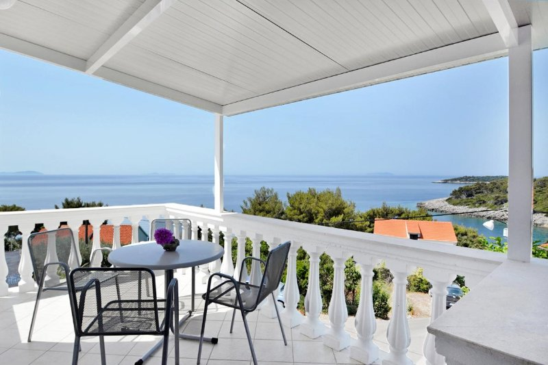 Brnistrova Apartment Sleeps 5 with Air Con - 5458941, holiday rental in Prizba
