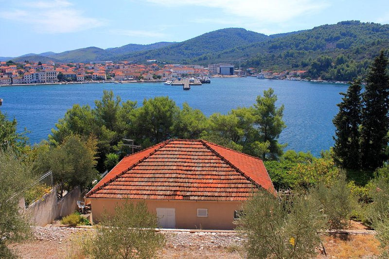 Vela Luka Apartment Sleeps 6 with Air Con - 5458953, holiday rental in Vela Luka