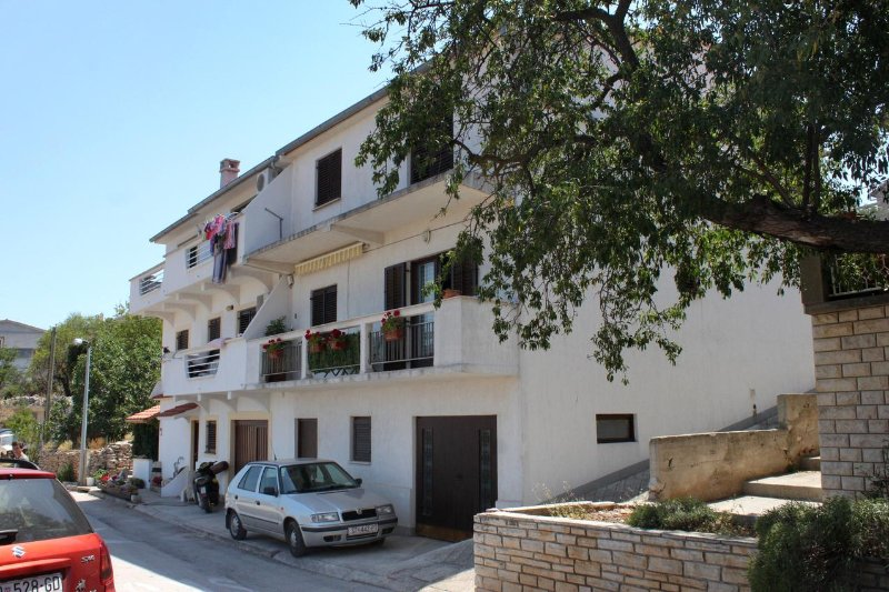 Two bedroom apartment Sali, Dugi otok (A-895-a), holiday rental in Sali